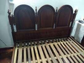 Antigua cama de cedro