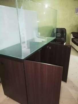 Acuario en vidrio templado y mueble resistente a la humedad