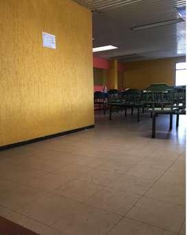 Se vende  mesas y menaje de restaurante
