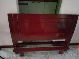 Cama cemi doblé con mesa de noche colchón tablado en perfecto estado
