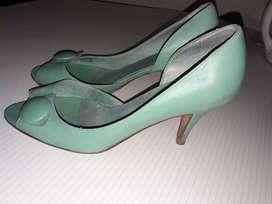 VENDO zapato de vestir. $500 de cuero.