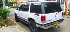 Camioneta Ford Explorer como nueva motor Diesel dul equipo