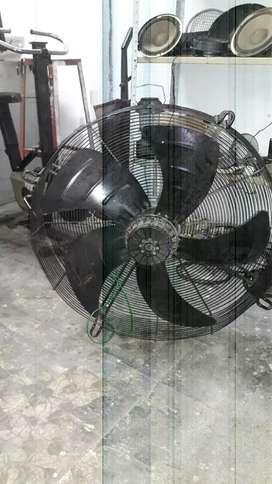 Se vende ventilador industrial de 70cm de diametro