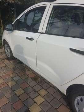 Se vende gran i10 sedan color blanco en buen estado