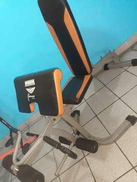 Gimnasio monark nuevo gym piernas brazos pesas predicador banca inclinada abdominales musculos entrenamiento pecho