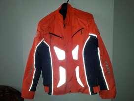 Vendo chaqueta reflectiva marca FoX impermeable tipo lona para moto