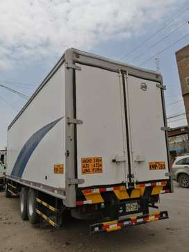 Se vende furgón de 9 metros 2.60 de ancho altura 2.50