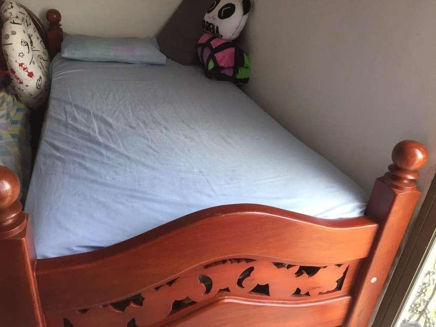 Se vende cama con colchon 0