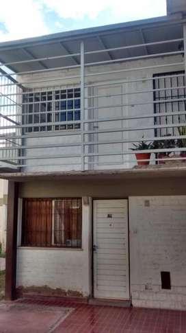 SAVOY propiedades ALQUILA DEPARTAMENTO, calle Pascual Segura esquina Corrientes. De 2 dormitorios, placares, a