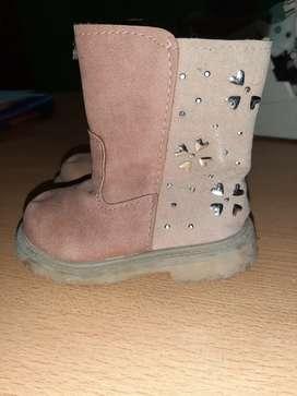 Vendo botas,zapatos ,zapatillas de nena