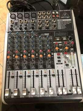 Consola de audio behringer