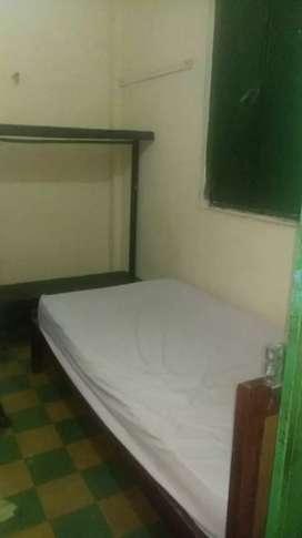 Arriendo habitación con cama