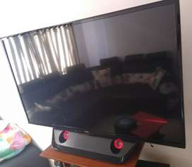"VENDO TV LED LG 47"" CON BARRA DE SONIDO EN SU BASE"