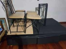 Mesa con 3 sillas y dos bancos