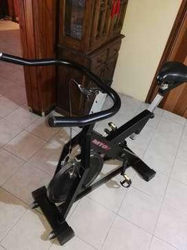 LIQUIDO Bicicleta de spinning MTD gym