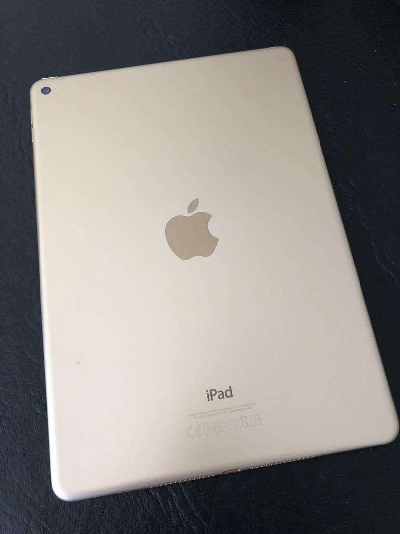 IPad Air 2 Gold 64 GB con Smart Case, funda de respuesto y cable original 0