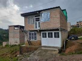 Se vende casa de dos pisos y terraza
