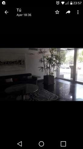 Alquiler semipiso frente Parque Sarmiento con amenities.