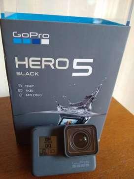 GOPRO HERO 5 BLACK + 64 GB + ACCESORIOS