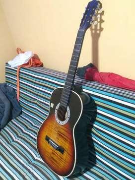 Guitarra acústica en buen estado