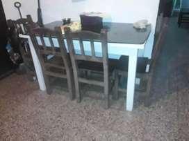 Vendo mesa color blanca .reforzada