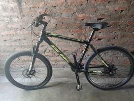 Vendo Bicicleta  o cambio por moto  y tengo 7000000 mil pesos y la bicicleta  para cambio moto grande