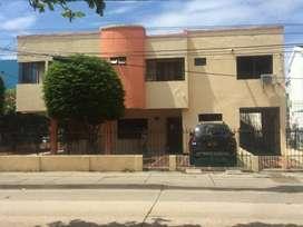 SE VENDE CASA EN EL BARRIO CRESPO, ESQUINA, AV. PRINCIPAL,  2 pisos y dos apartamientos independientes.
