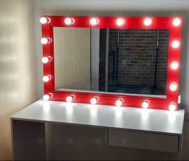 Se vende Espejo de luces tipo Hollywood usado color rojo