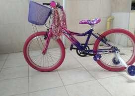 Se vende bicicleta de niña nueva