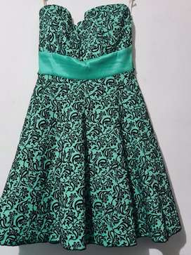 2 vestidos talla M a $35