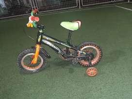vendo bicicleta aro 12 para niño a 80 dolares