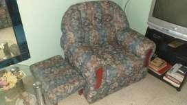 Juego de sillones 1 de 2 cuerpos y 2 de 1 cuerpo  apoyapie
