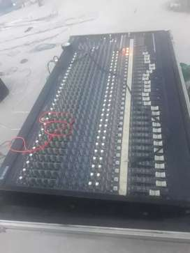 Consola Yamaha de 32 canales