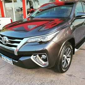 Toyota Hilux SW4 SRX A T 2017