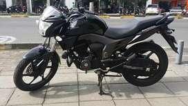 Vendo moto Honda invicta 2016 poco kilometraje