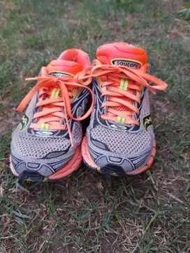Vendo zapatillas deportivas en muy bien estado