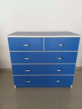 Cómoda Azul con Blanco
