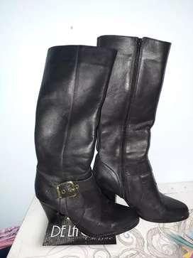 Vendo botas de Cuero usadas en muy buen estado.