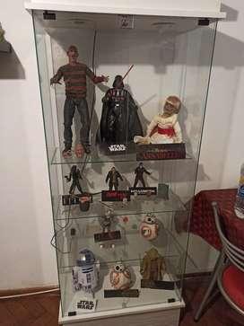 Vitrina con muñecos originales
