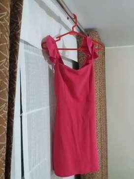 Vestido corto , color fucsia