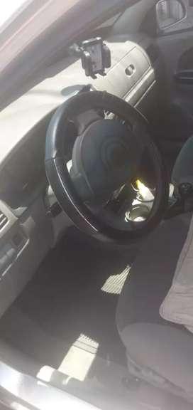 Se vende carro en muii buen estado selo vende x nesecidad un kia rio estylus  en 6.500 es negociable