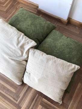 Cuatro almohadones