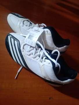 Vendo guallos Adidas talla 41 originales