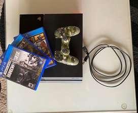 PlayStation4 con control de segunda generacion y tres juegos