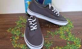 Zapatos Marca Fila talla 9.5 para hombre