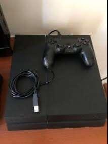 Vendo Playstation 4 más 2 juegos