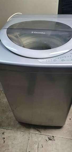 Lavadora electrolux gris de 16 libras