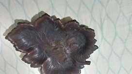 Vendo cenicero estilo hoja material cobre