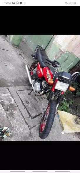 Vendo  moto   se  deve  300 de  matricula  no  tiene  multas