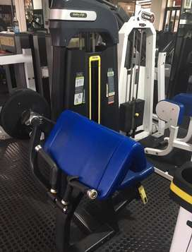 Maquina de gym de biceps